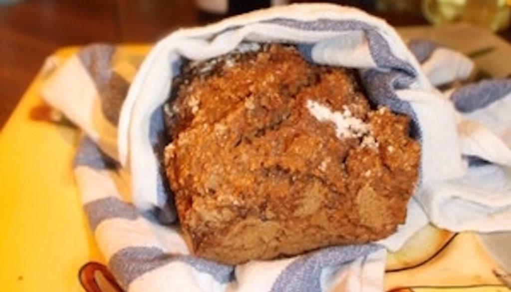 Mörkt bröd i panna